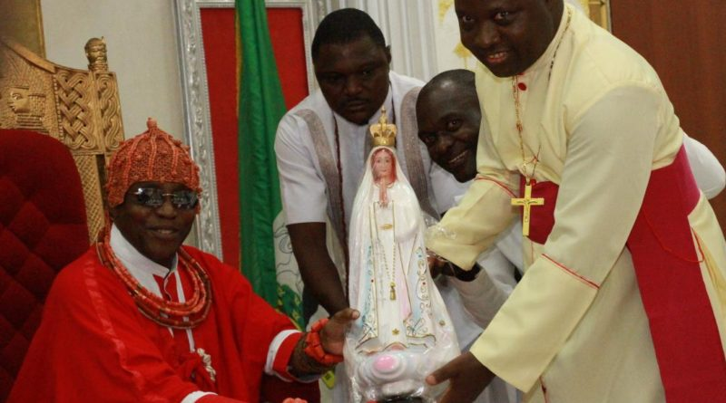 PRESENTATION OF THE STATUE OF OUR LADY OF FATIMA TO THE OBA OF BENIN